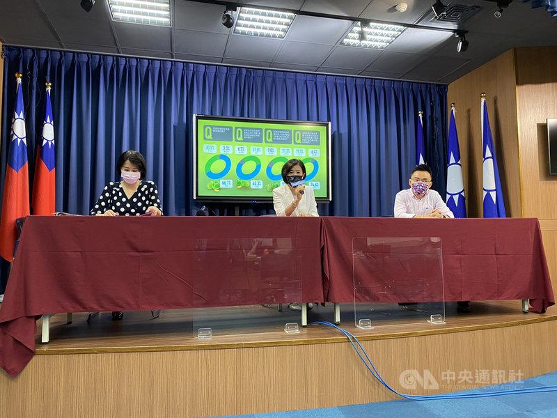 國民黨30日召開記者會公布最新民調,有66.1%民眾支持普發現金紓困,30.5%不支持。中央社記者劉冠廷攝 110年7月30日