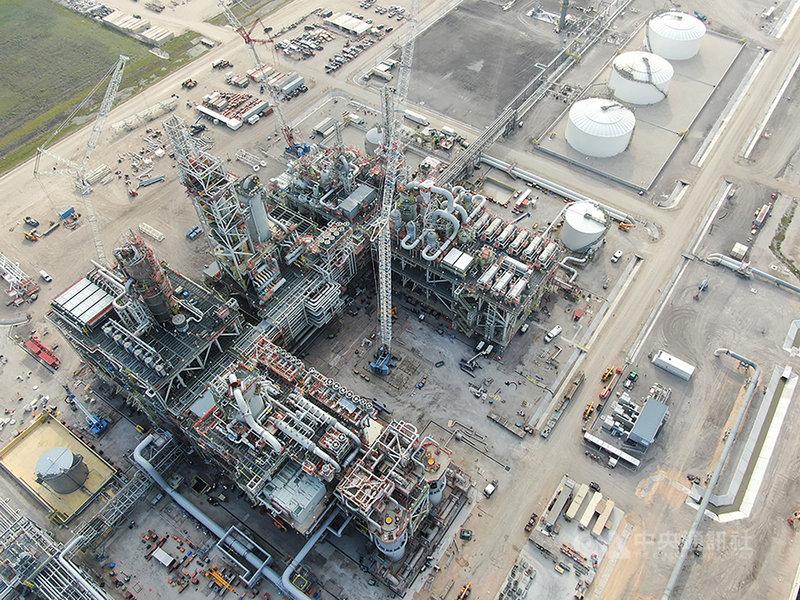 統包工程承攬商中鼎集團30日宣布,與美商麥克德莫特國際公司(McDermott)聯合承攬世界最大模組化陸上專案美國110萬噸乙二醇統包工程GCGV(Gulf Coast GrowthVentures),已於7月完成組裝機械完工。(中鼎提供)中央社記者潘智義傳真 110年7月30日