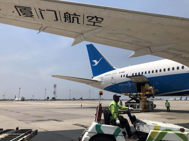 廈門航空公司一名國際貨運機組成員確診COVID-19並傳染3名家人後,廈航30日晚上宣布,已取消30日、31日共79個航班,並取消今晚至8月底所有洲際貨運航班。(中新社資料照)中央社 110年7月30日