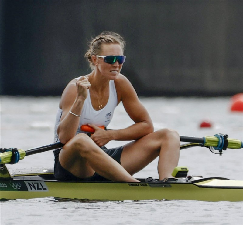 紐西蘭女將垂格30日在東奧單人雙槳女子組比賽奪得金牌,刷新奧運紀錄。(共同社)