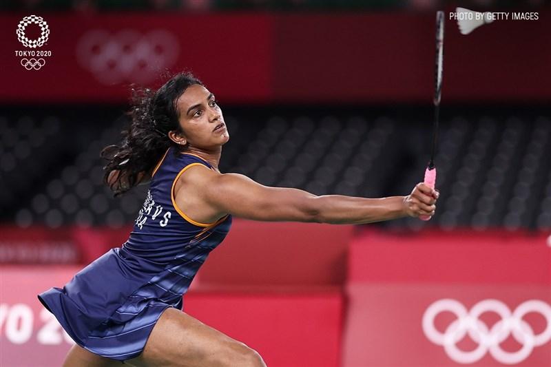 印度一姐辛度(圖)30日在東奧羽球女單8強賽事中,以2比0擊敗日本選手山口茜,晉級4強賽。(圖取自twitter.com/Tokyo2020hi)