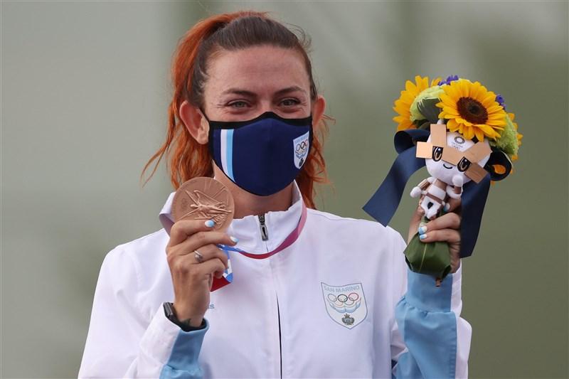 歐洲國家聖馬利諾射擊好手佩瑞莉29日在東奧獲得銅牌,成為奧運史上人口最少的奪牌國家。(圖取自twitter.com/Olympics)