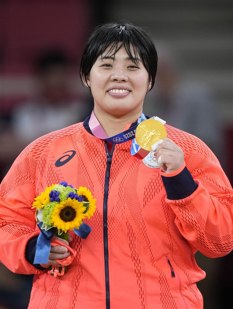 柔道女子78公斤以上級的日本選手素根輝,首次出賽奧運就奪下東奧金牌,是繼2004年雅典奧運以來,再度有日本選手在這個量級奪金。(共同社)