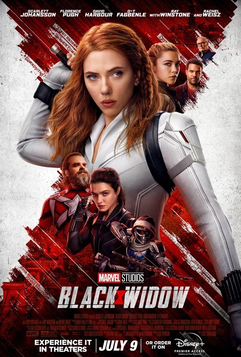 迪士尼公司在電影院和串流平台同時放映漫威超級英雄電影「黑寡婦」,遭主演女星史嘉蕾喬韓森(中)控告違約。(圖取自facebook.com/blackwidow)