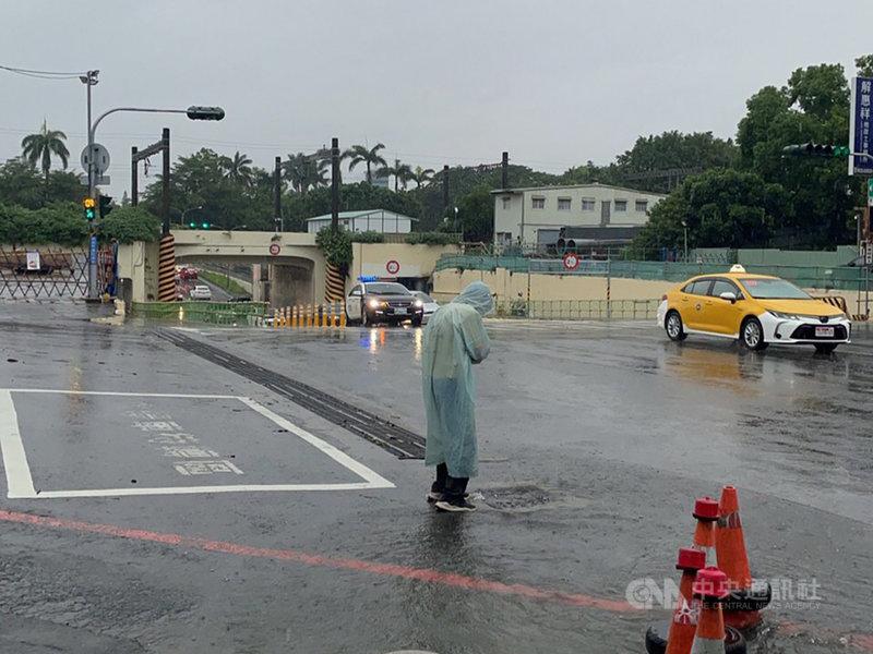 西南氣流影響,台南市局部區域31日上午出現強降雨,造成5個行政區12處淹水。(台南市政府提供)中央社記者張榮祥台南傳真 110年7月31日
