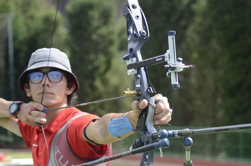 東京奧運男子個人射箭冠軍之戰由土耳其好手加佐茲(圖)對決義大利的內斯帕里。加佐茲最終以6:4反敗為勝,替土耳其拿下東奧首枚金牌。(圖取自instagram.com/metegazoz)