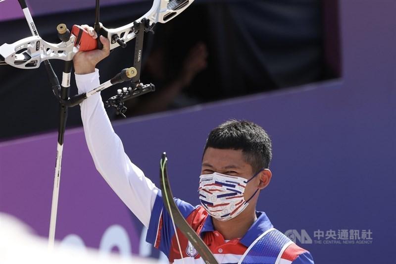 台灣射箭好手湯智鈞(圖)31日在東京奧運男子個人8強賽扳倒韓國名將金優鎮,勇闖4強,儘管稍晚後續兩戰皆吞敗無緣奪牌,仍寫下台灣選手在奧運射箭個人賽最佳成績。中央社記者吳家昇攝 110年7月31日