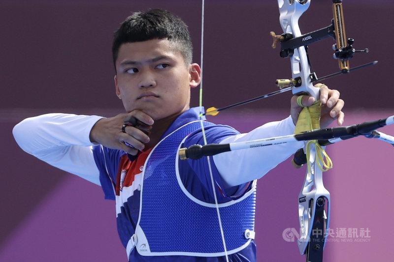 台灣射箭好手「湯包」湯智鈞(圖)31日在東京奧運男子個人對抗賽8強,以6比4射下手握2面奧運男團金牌的韓國好手金優鎮、晉級4強。中央社記者吳家昇攝 110年7月31日