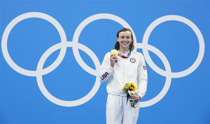 美國游泳女將雷德基31日在奧運女子800公尺自由式三連霸,贏得第4面東京奧運獎牌。(共同社)