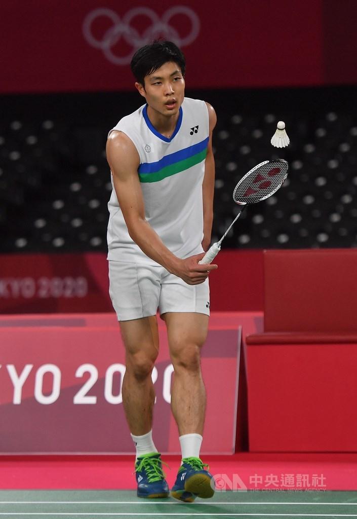 台灣羽球一哥周天成(圖)31日在東京奧運男子單打8強賽,以14比21、21比9、14比21不敵里約奧運男單金牌得主、中國好手諶龍,止步8強。中央社記者吳家昇攝 110年7月31日