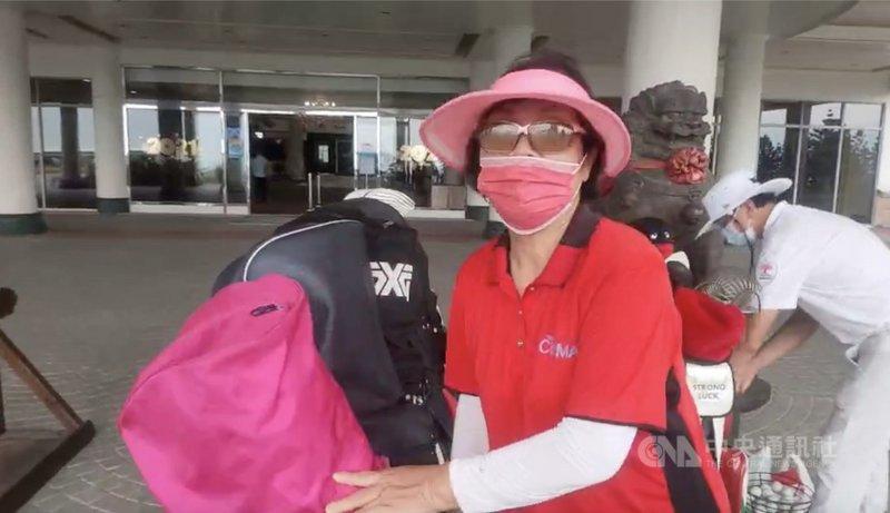 台灣高球好手潘政琮1日在東京奧運高爾夫球男子個人項目延長加賽勝出奪銅,他在苗栗家鄉的母親(圖)興奮表示,「終於吃得下飯」。(民眾提供)中央社記者魯鋼駿傳真 110年8月1日