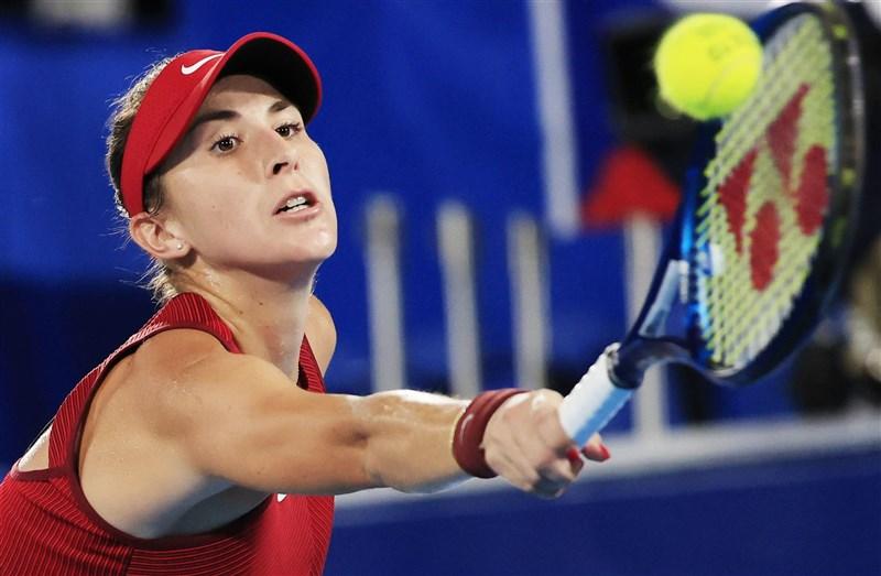 瑞士女將班西琪(圖)31日在東京奧運網球女子單打決賽擊敗捷克好手萬卓索娃,成為在奧運網球奪金的首位瑞士女將。(共同社)