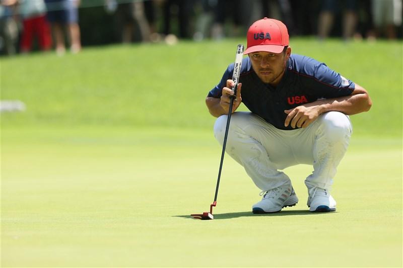 母親來自台灣的美國高球選手蕭飛爾1日在東京奧運高爾夫項目,以一桿險勝拿下金牌。(圖取自twitter.com/OlympicGolf)