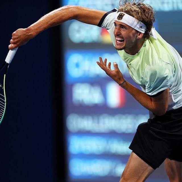 德國網球名將茲韋列夫(圖)1日擊敗俄羅斯好手卡察諾夫,奪下東京奧運男單金牌。這也是德國自1992年以來首面網球奧運金牌。(圖取自instagram.com/alexzverev123)