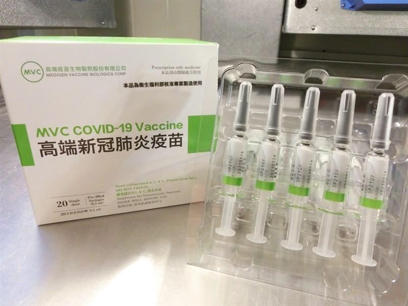 食藥署2日宣布,首4批高端疫苗已完成檢驗並核發封緘證明書,共26萬5528劑疫苗正在進行封緘作業,預計傍晚可放行,效期約6個月。(食藥署提供)中央社記者張茗喧傳真 110年8月2日