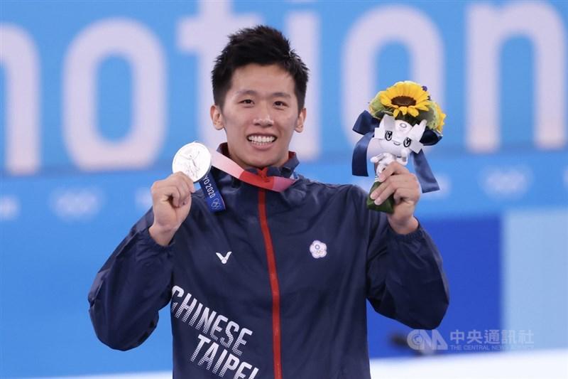 東京奧運體操男子鞍馬決賽1日晚間登場,「鞍馬王子」李智凱一掃過去陰影完美落地,終場以難度分數6.700、執行分數8.700,總分15.400,拿下台灣奧運史上體操首面銀牌。中央社記者吳家昇攝 110年8月1日