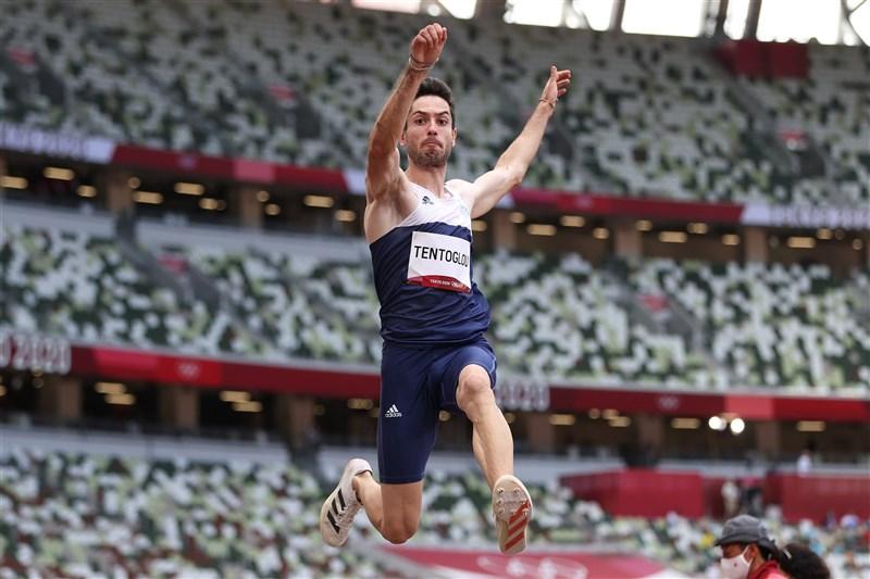 希臘選手泰托尤(圖)2日出戰東京奧運跳遠比賽,他在最後一跳追平對手,在比較兩人次佳成績後,由泰托尤拿下金牌。(圖取自twitter.com/EuroAthletics)