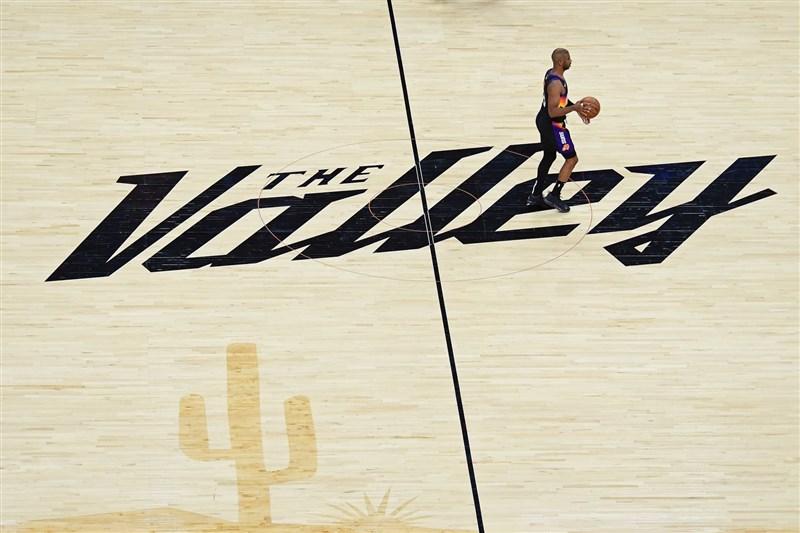 帶領鳳凰城太陽闖進隊史首次美國職籃NBA總冠軍賽的明星後衛保羅,據傳已同意以一份4年1.2億美元(約新台幣33億元)的新合約續留太陽。(圖取自twitter.com/CP3)