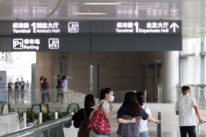 自7月20日南京祿口機場(圖)出現防疫漏洞後,中國本土確診病例擴張至多省,防疫專家鍾南山表示,全國需有83%的人打了疫苗,才可能建立群體免疫。(中新社)