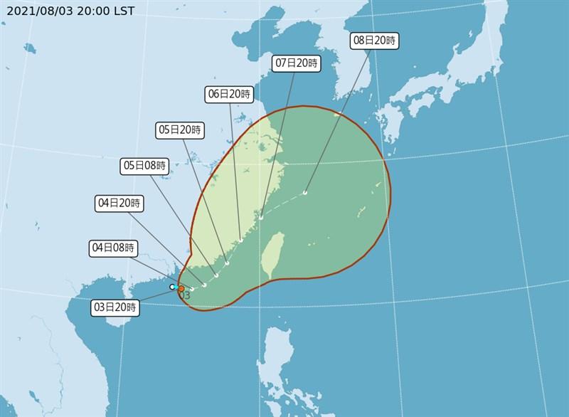 氣象局3日晚間表示,目前熱帶性低氣壓位於金門西南方570公里海面上,由於貼近陸地,因此發展稍微受限,最快會在4日增強為颱風盧碧。(圖取自氣象局網頁cwb.gov.tw)
