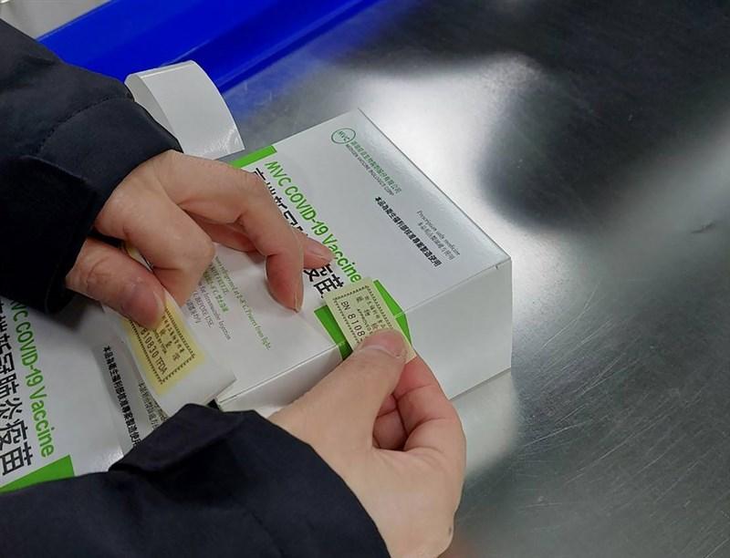 衛福部食藥署表示,4日完成第5批高端COVID-19(2019 冠狀病毒疾病)疫苗審查與檢驗,並核發封緘證明書,數量共8萬6910劑。(衛福部食藥署提供)中央社記者江慧珺傳真 110年8月4日