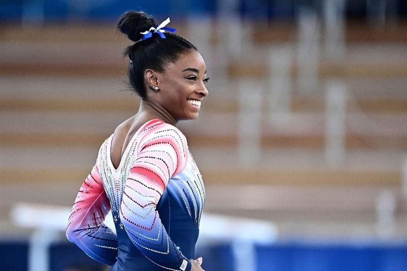 美國體操天后拜爾絲歷經退賽風波,在平衡木上奪回單項銅牌。(圖取自instagram.com/simonebiles)