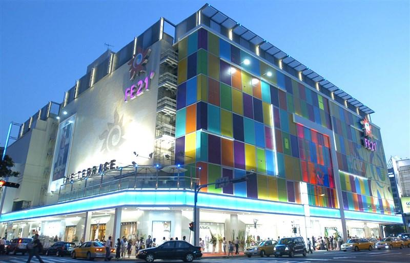 繼台北101購物中心3日接獲通知商場有櫃員確診後,遠東百貨板橋中山店與台北寶慶店(圖)也分別有櫃員確診。(圖取自facebook.com/feds32)