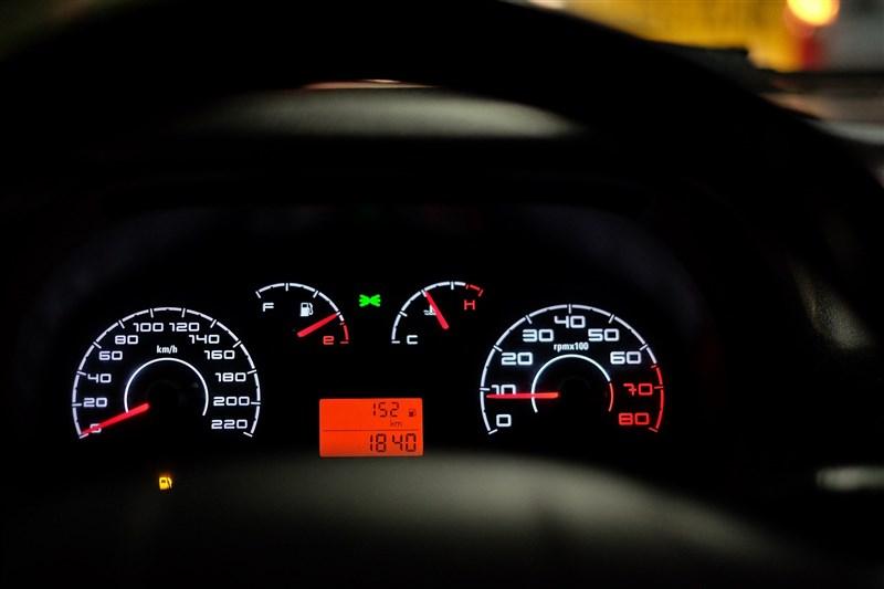中國監管總局3日宣布對涉嫌哄抬價格的汽車晶片經銷企業立案調查,揚言嚴厲查緝囤積居奇、哄抬價格等行為。(示意圖/圖取自Pixabay圖庫)