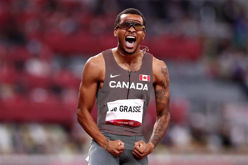 東京奧運男子200公尺4日晚間決賽,加拿大選手狄葛拉斯以19秒62的成績摘金。(圖取自twitter.com/Olympics)