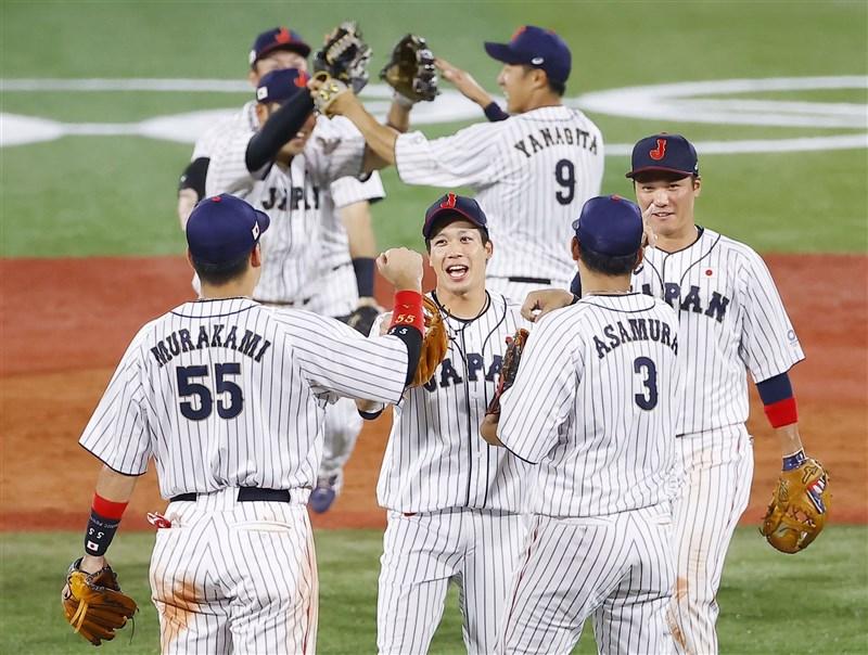 日本隊(圖)4日在8局下以一支清壘安打突破平手僵局,終場5比2力克強敵韓國隊,挺進7日登場的東京奧運棒球賽金牌戰。(共同社)
