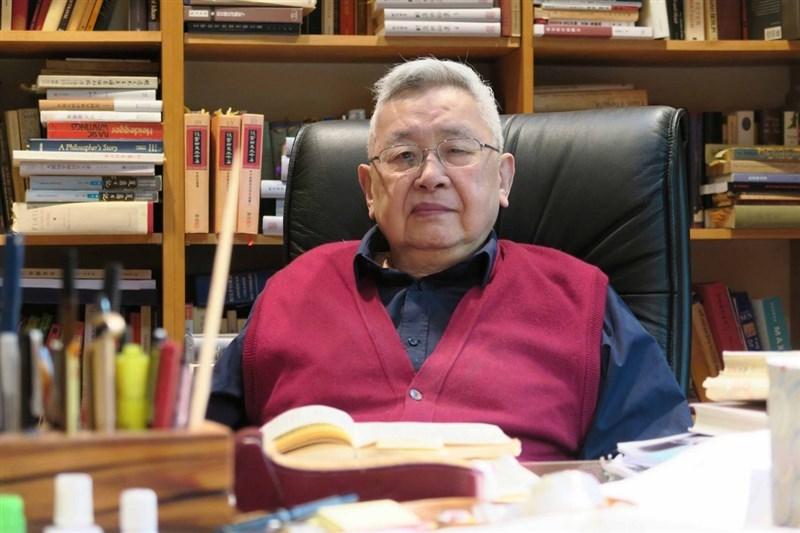 一代史學大師、中研院院士余英時8月1日在美國寓所睡夢中逝世,享耆壽91歲。(中央社檔案照片)