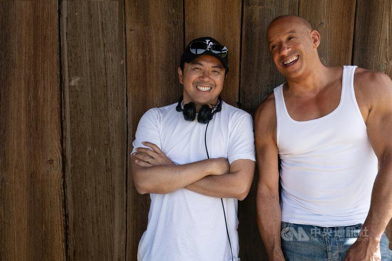 電影「玩命關頭9」將在台灣上映,導演林詣彬(左)與演員馮迪索(Vin Diesel)(右)一起想出各種飛車場面,接下來要攜手繼續拍攝「玩命關頭10」。(UIP提供)中央社記者葉冠吟傳真 110年8月5日