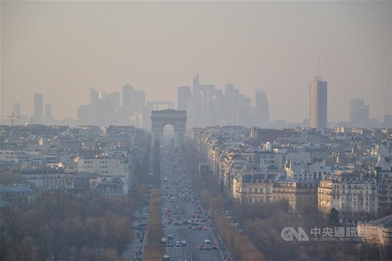 法國最高行政法院自2017年便敦促政府採取更多行動對抗空氣汙染,4日開出破紀錄1000萬歐元罰金。(中央社檔案照片)