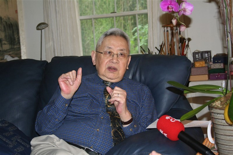 學者陳芳明5日表示,史學家余英時(圖)是非常成功的歷史學者,堪稱最後的史學大儒。(中央社檔案照片)