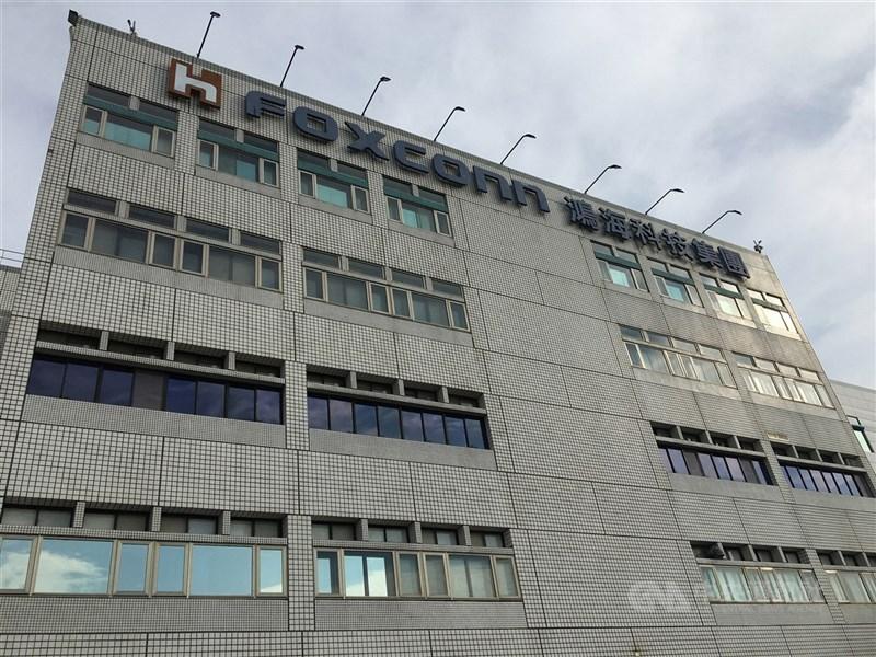 傳鴻海可能與旺宏電子晶圓合作6吋晶圓廠,5日記者會將說明。圖為鴻海新北市總部。(中央社檔案照片)