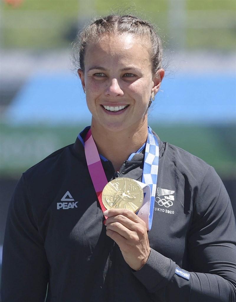 紐西蘭愛斯基摩艇選手卡林頓5日摘下東奧第3面金牌,成為紐西蘭奪牌最多的奧運選手。(共同社)