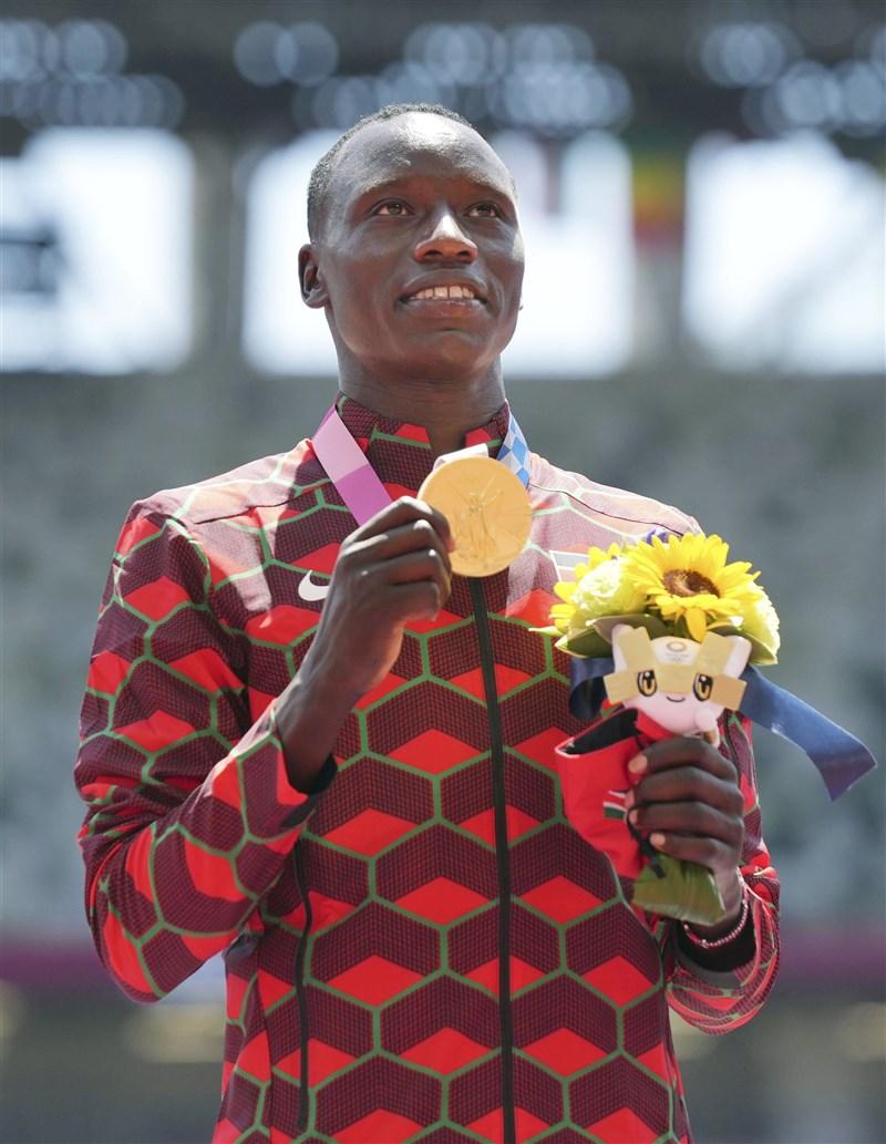 肯亞選手柯利爾4日在東奧男子800公尺以1分45秒6成績勇奪金牌。(共同社)