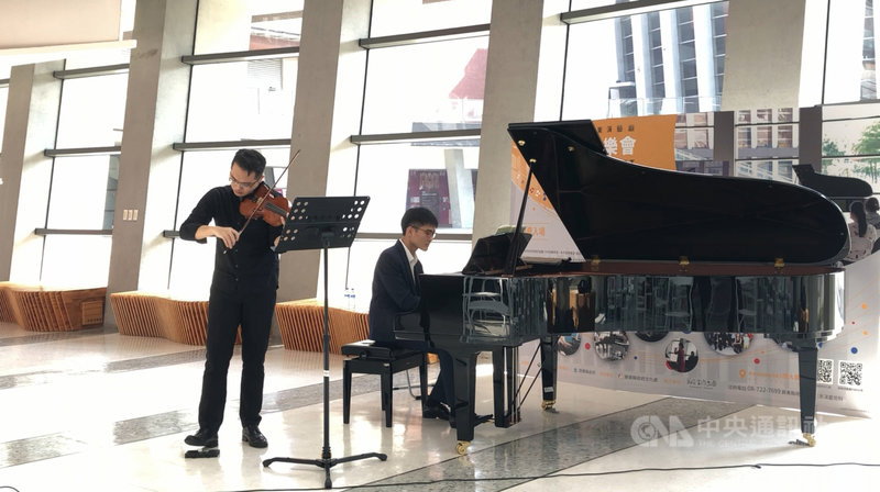 國內COVID-19疫情趨緩,屏東演藝廳將自8月21日起恢復大廳沙龍音樂會,邀請縣內多組傑出音樂人在週末輪番演出。(文化處提供)中央社記者郭芷瑄傳真  110年8月6日