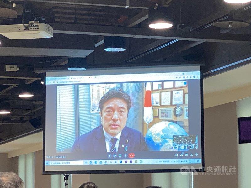 國策研究院8日舉辦「台日2+2對話與台日中三角關係」座談會,日本防衛副大臣中山泰秀以視訊方式出席並演講。中央社記者賴言曦攝 110年9月8日