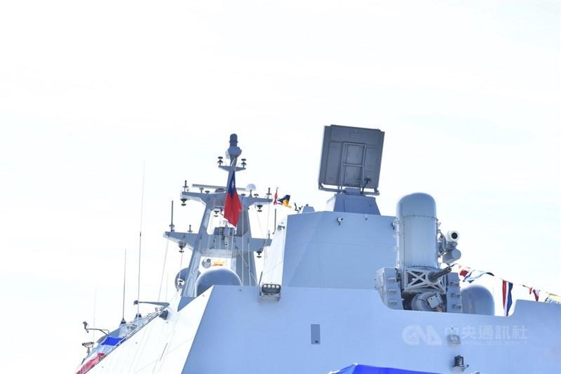 海軍塔江艦成軍暨快速布雷艇交艇典禮,9日在蘇澳中正基地舉行。圖為塔江軍艦後方方陣快砲。中央社記者王飛華攝 110年9月9日