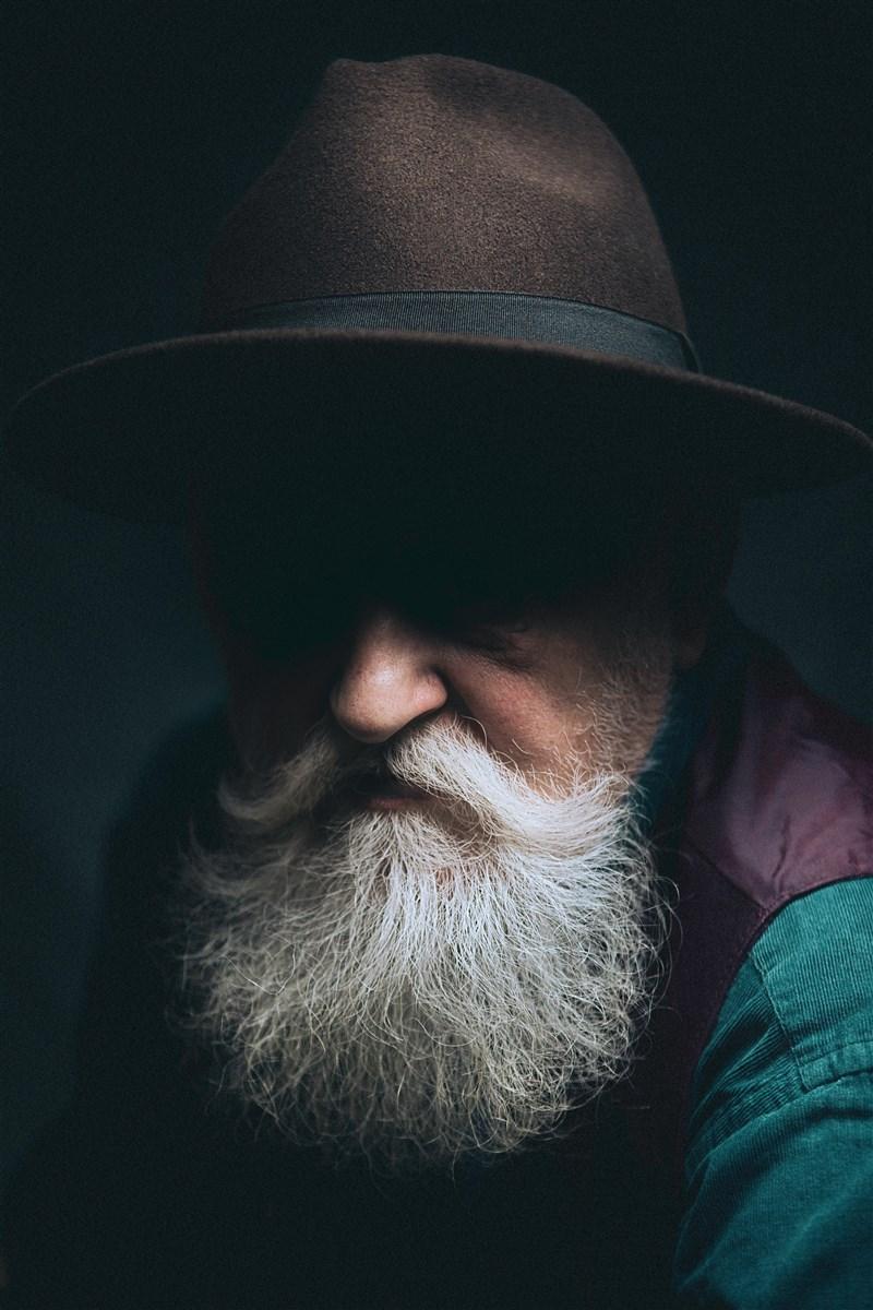 2021年搞笑諾貝爾獎得主名單9日揭曉,獲獎研究包括鬍鬚可能是演化上的成果,目的是為了保護男性臉部挨拳頭痛揍時不受傷。(示意圖/圖取自Unsplash圖庫)