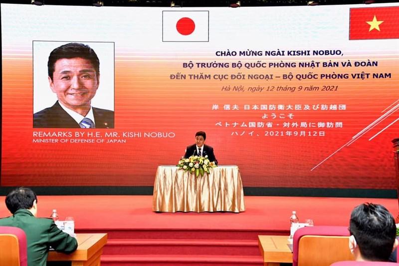 日本防衛大臣岸信夫12日在越南國防部發表演說時表示,台灣海峽的和平與穩定對區域和國際社會而言很重要。(圖取自facebook.com/mod.japn)