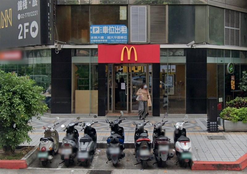 台北市麥當勞林森三店(圖)一名員工確診,匡列23人居家隔離、13人自主健康管理,36人PCR核酸檢測結果皆為陰性。(圖取自Google地圖網頁google.com/maps)