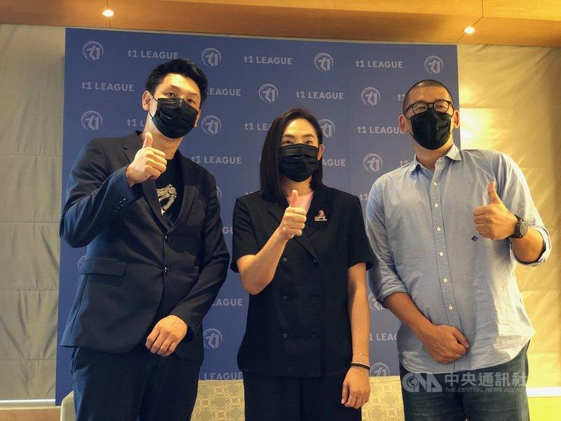 台灣職籃T1聯盟13日舉辦媒體茶敘,會長錢薇娟(中)、新任秘書長張運智(右)、賽務長賈凡(左)現身分享聯盟願景與目標。中央社記者黃巧雯攝  110年9月13日
