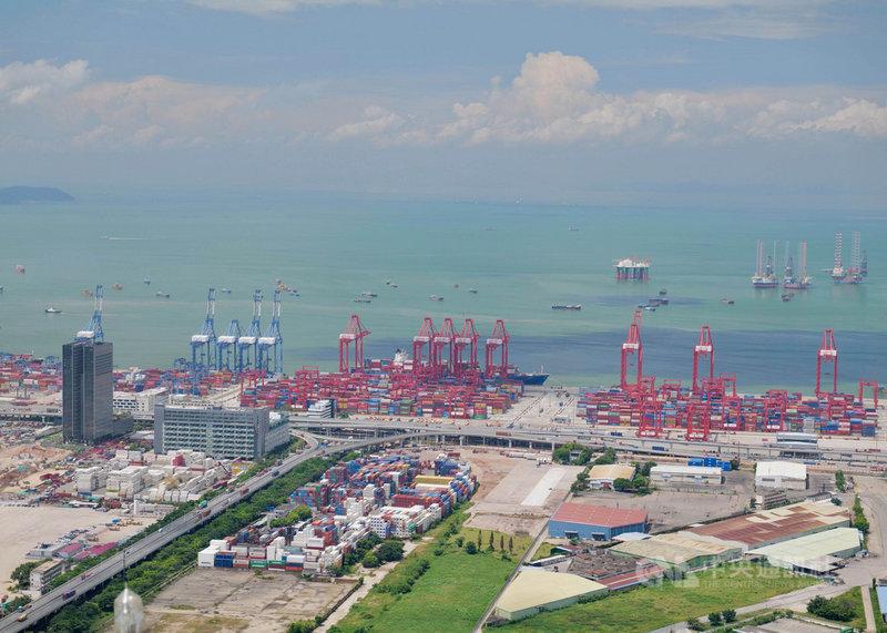 北京方面為促進香港與中國大陸深圳的融合發展,先後公布了最新的前海方案,以及深港跨境理財通。圖為深圳媽灣港。(中新社提供)中央社  110年9月13日
