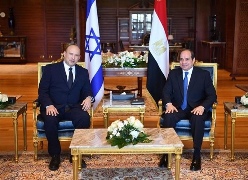 以色列總理班奈特(左)和埃及總統塞西(右)會面。這是以色列總理10年來首度正式訪問埃及。(圖取自埃及總統府網頁presidency.eg)