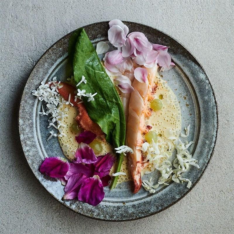 丹麥哥本哈根餐廳Noma,13日摘下美食評鑑米其林第三顆星最高榮譽。(圖取自instagram.com/nomacph)