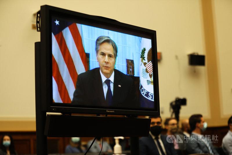 美國國務卿布林肯(螢幕內)13日透過視訊出席眾議院外委會聽證會時表示,撤軍阿富汗是正確決定,續留只對中國有利,並強調美國會履行對台灣承諾。中央社記者徐薇婷華盛頓攝 110年9月14日