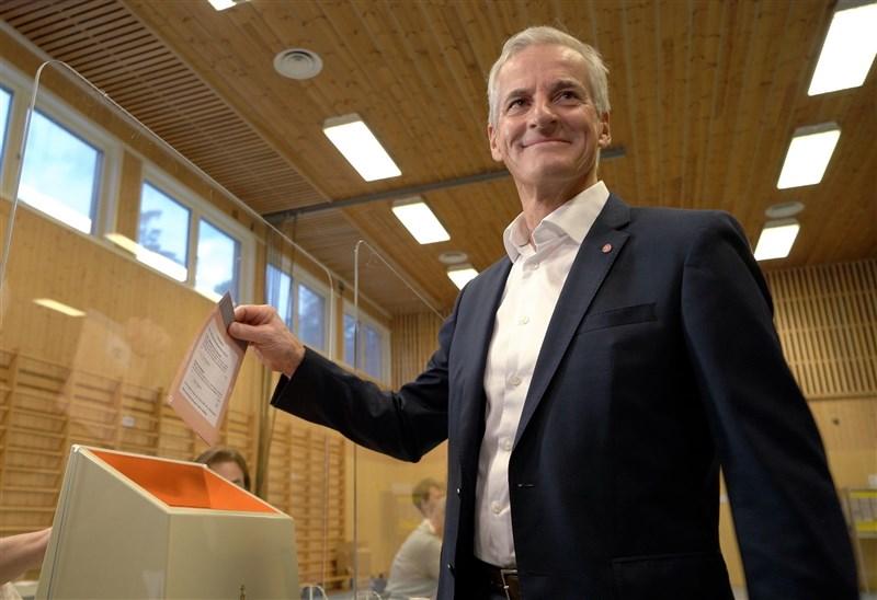 挪威國會選舉結果出爐,左翼的工黨與4個中間偏左黨派成為國會多數;工黨黨魁斯托爾(圖)料將成為新任總理。(圖取自facebook.com/Arbeiderpartiet)
