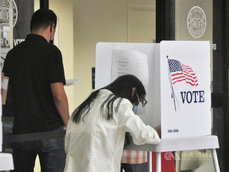加州因「防疫規定」引發的兩黨分歧,共和黨人發動罷免民主黨籍的州長紐松,此為史上第2場加州州長罷免戰。美西時間14日是親自投票截止日。中央社記者周世惠舊金山攝  110年9月15日